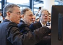 Paolo Gentiloni, Presidente del Consiglio dei ministri della Repubblica Italiana e Alfonso Fuggetta, CEO di Cefriel, all'inaugurazione della nuova sede Cefriel in viale Sarca a Milano