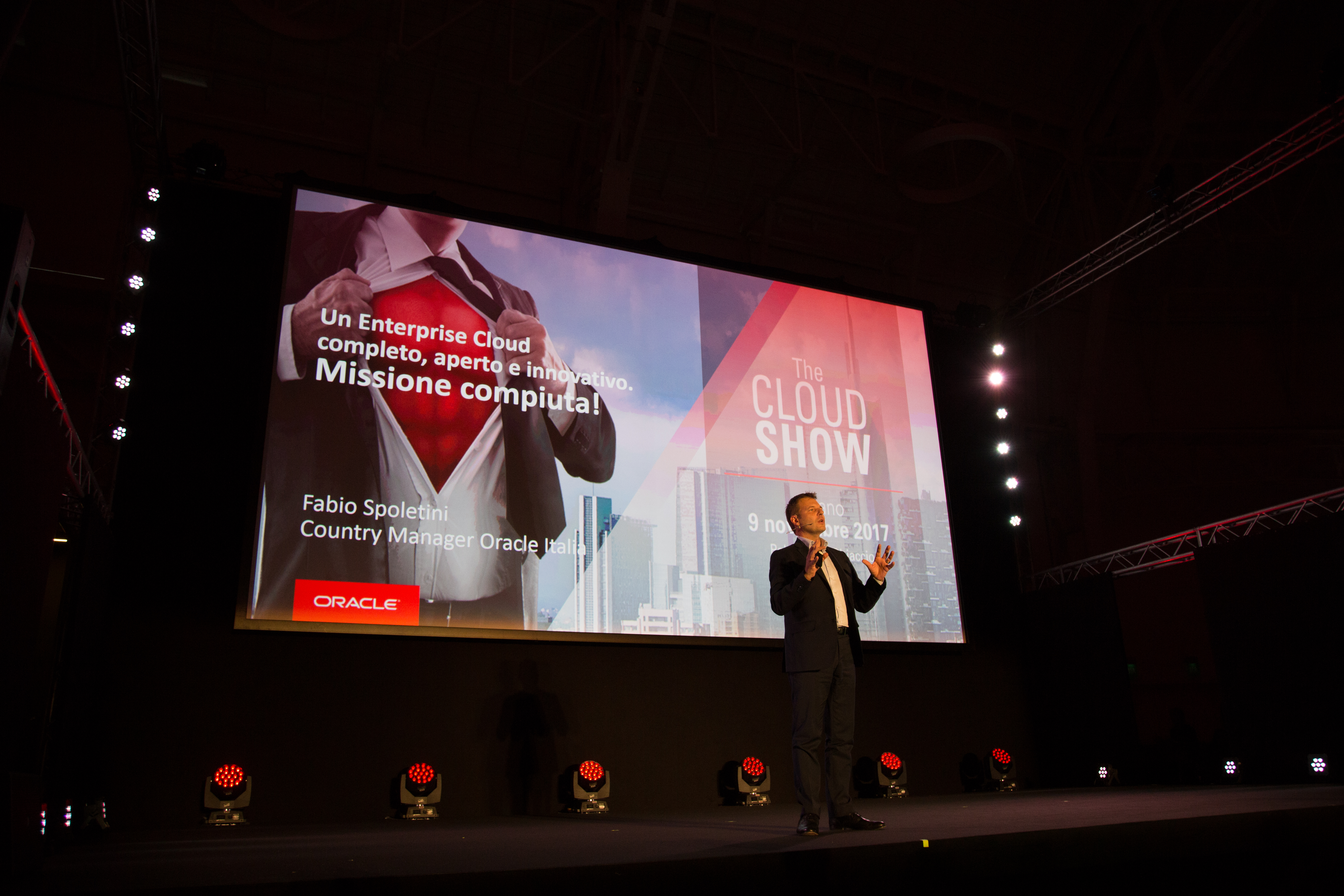 Fabio Spoletini, country manager di Oracle Italia, sul palco dell'Oracle Cloud Show