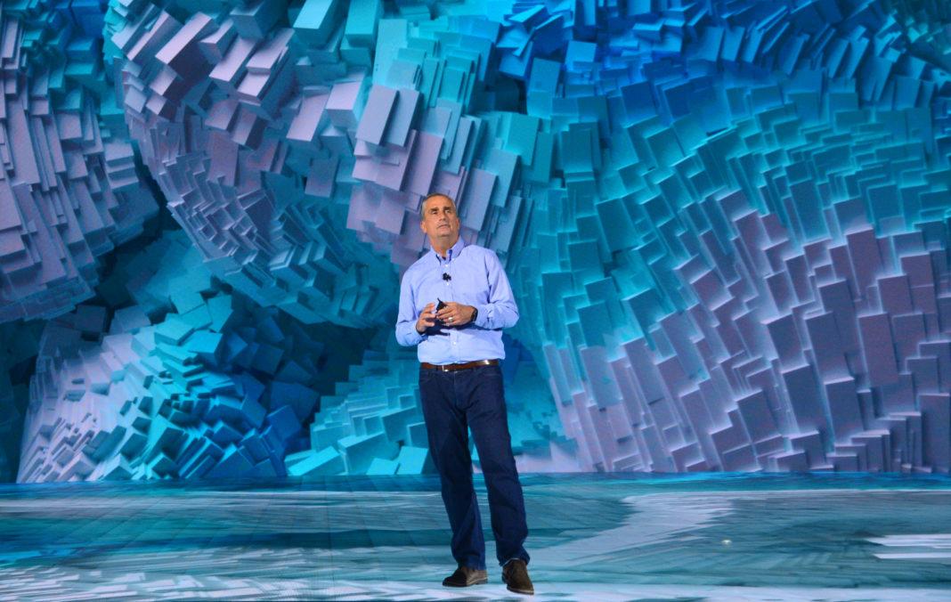 Brian Krzanich, CEO di Intel Corporation, sul palco del Consumer Electronics Show 2018 (CES)