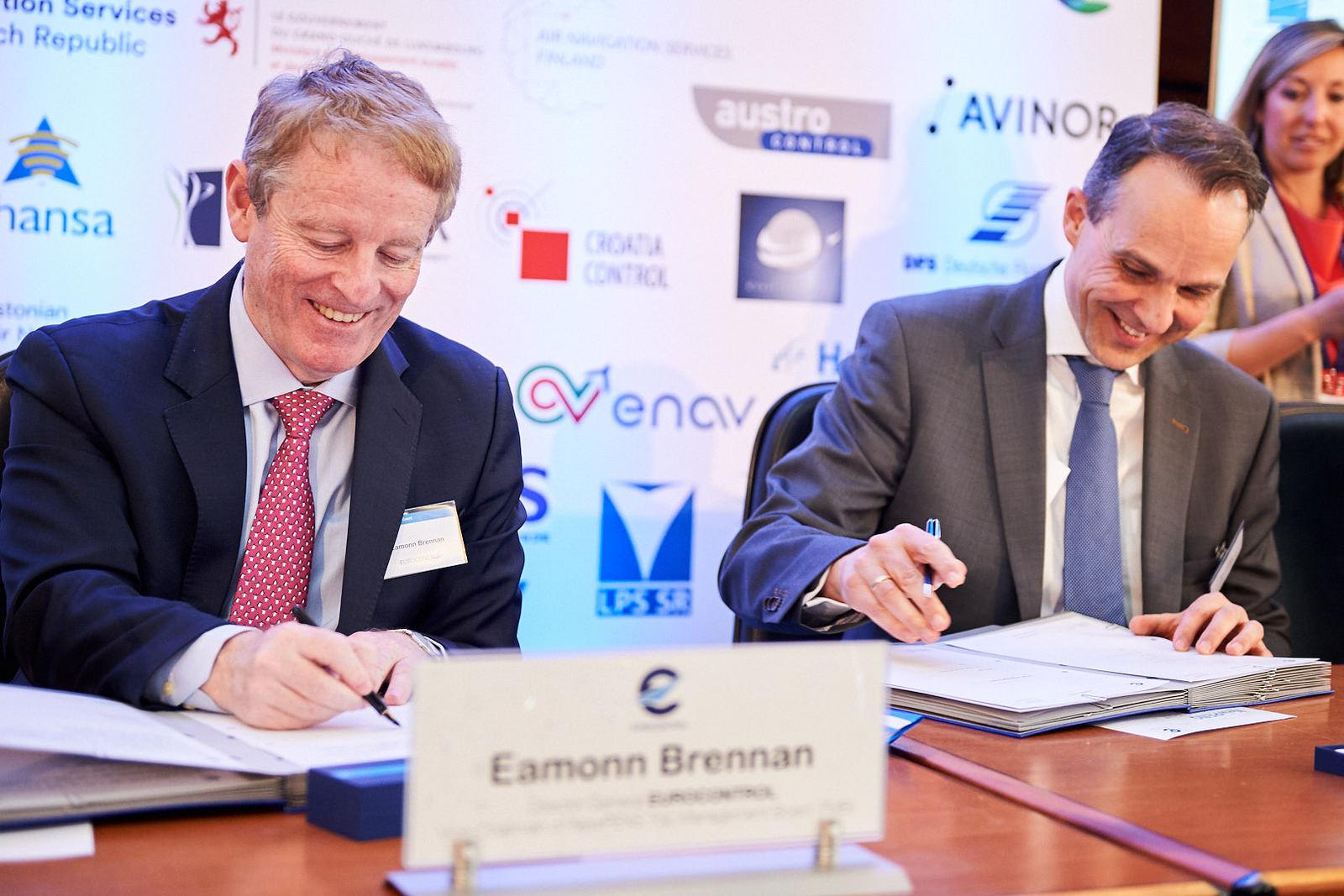 Firma dell'accordo tra il Direttore Generale di Eurocontrol, Eammon Brennan, e Bas Burger, CEO Global Services,BT