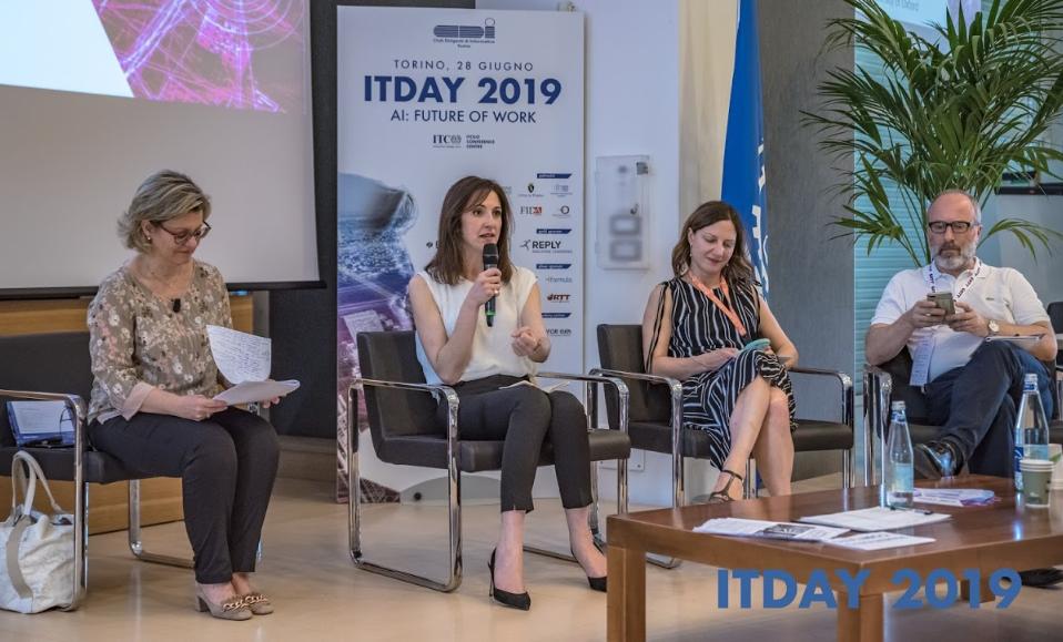 ITDAY2019 - sul palco dell'evento, relatori provenienti dal mondo accademico ed istituzionale, moderati da Annamaria Di Ruscio, amministratore delegato di NetConsulting cube