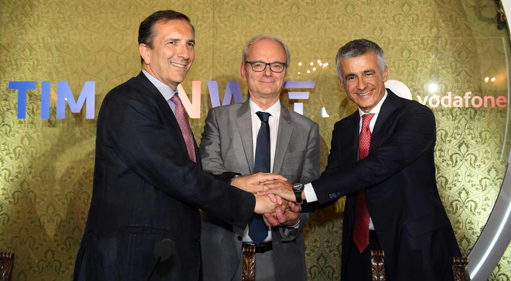 Luigi Gubitosi, amministratore delegato di TIM - Giovanni Ferigo, chief executive officer di Inwit - Aldo Bisio, amministratore delegato di Vodafone Italia