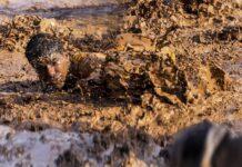 Desi - Scivolata nel fango
