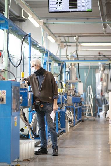 Mebra Plastik - Una vista del reparto produttivo